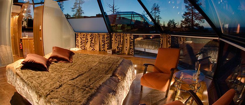 finland_lapland_levi_glass-igloo-interior.jpg